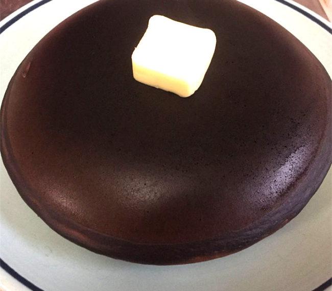 cake 01re 650x570 - ほろ酔いでホットケーキを作ったら