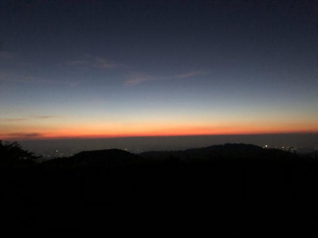 takao night02 650x487 - 徹夜仕事終わりの高尾山朝日参拝