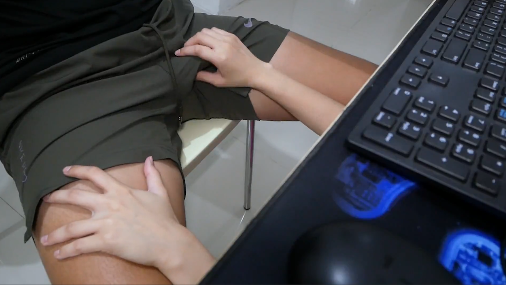 telework fera under table 4 - 精子飲むのが大好きな看護師さんにテレワーク中フェラと目隠し拘束セックス