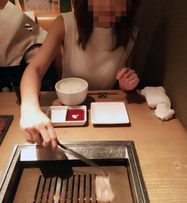 yakiniku dete 599x650 - 秘書さんと焼き肉ナイトデート&乳首いじめしてきました笑